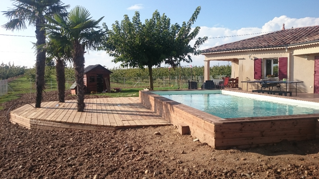 Most view pict une piscine semi for Prix piscine en bois
